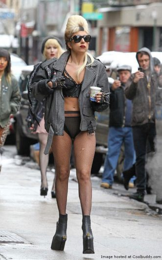 lady-gaga-new-york-street