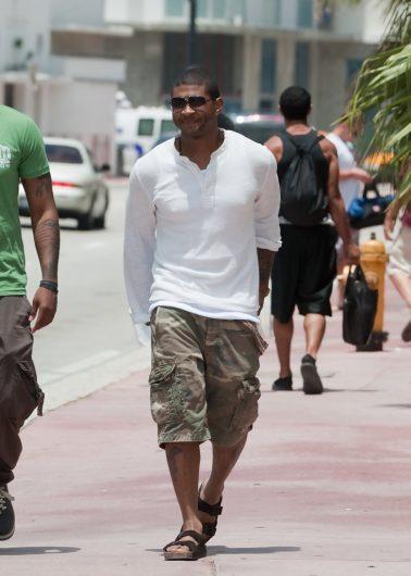 引用:http//www.zimbio.com/photos/Usher/Usher+Seen+Miami+South+Beach+Grabbing+Lunch/I,Gxza3sSZm